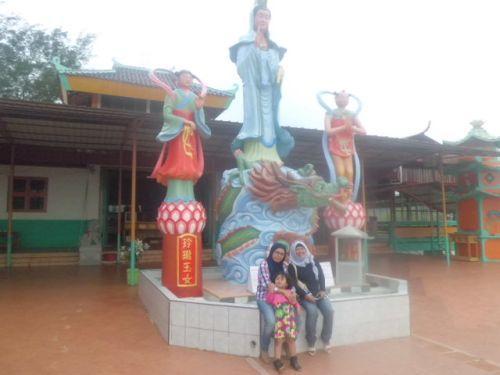 Seeing Vietnamese Culture in Vietnam Camp, Batam