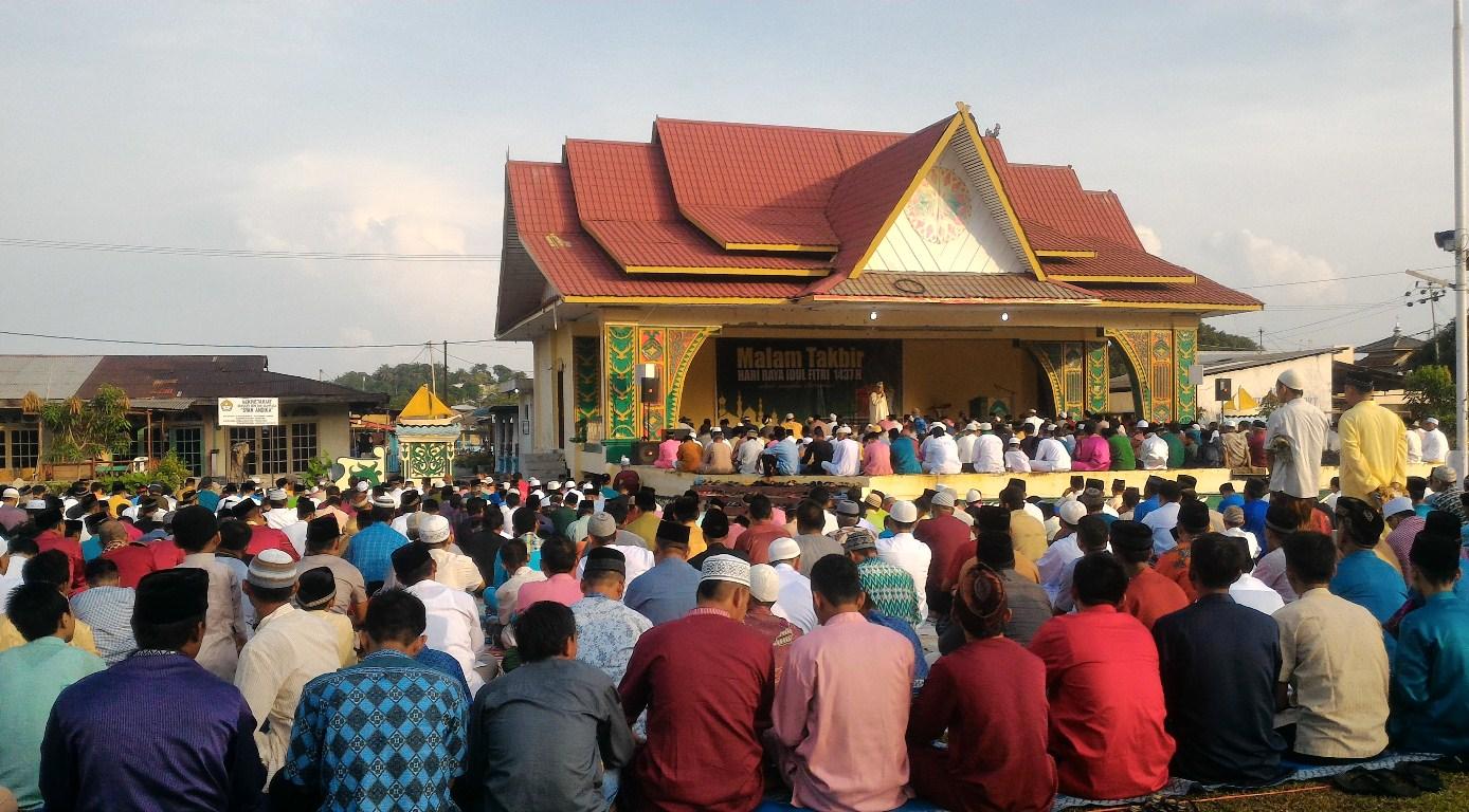How Muslim Celebrate Eid al Fitr in Belakang Padang, Batam