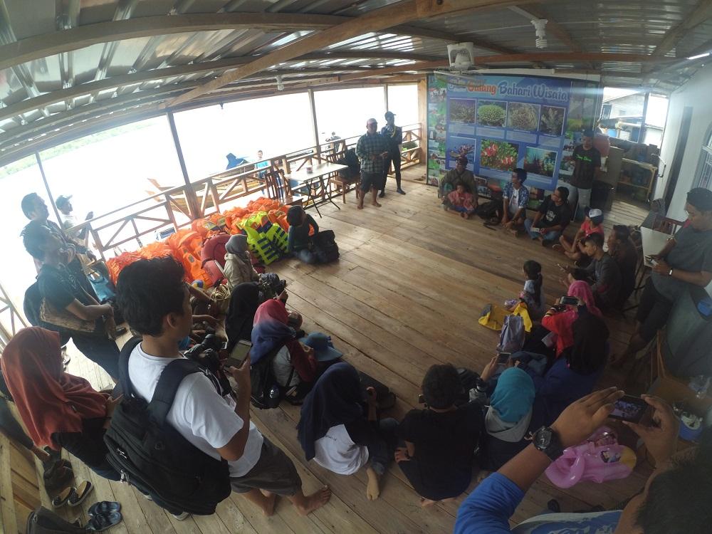 Pengarahan dari owner Galang Bahari Wisata, Zak.
