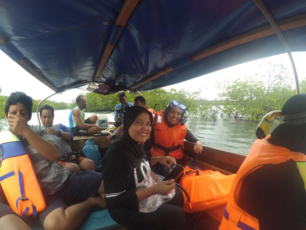 Dok Pri/Melihat bakau yang tumbuh dengan baik di perairan Pulau Abang.