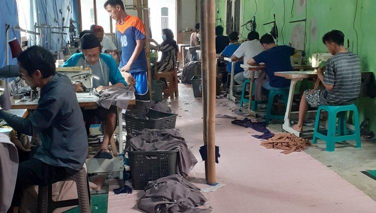Cerita Eneng Yeni, Jatuh Bangun Merintis Usaha Konveksi
